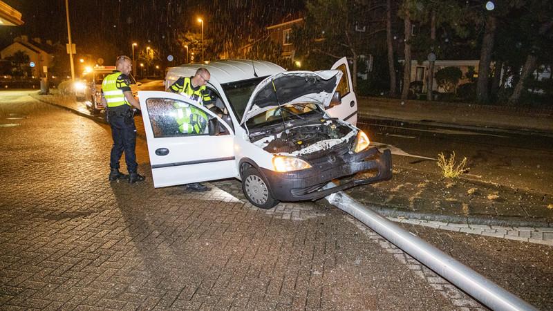 Automobilist neemt benen na ongeval; vermoedelijk lachgas in het spel.