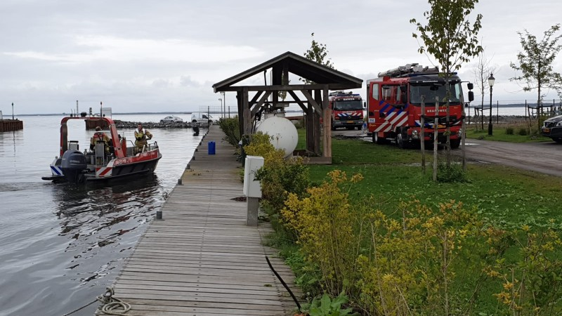 Brand in machinekamer duwboot Markermeer