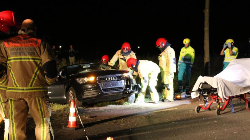 Automobilist uit auto geknipt bij ongeluk in Purmerend.