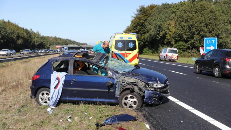 Zwaar ongeluk met vier autos op A27 bij Eemnes.