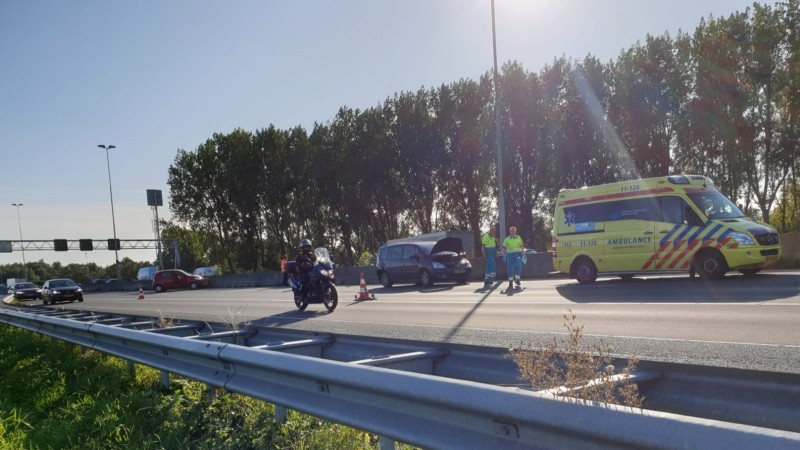 Veel vertraging op A7 door ongelukken in beide richtingen.