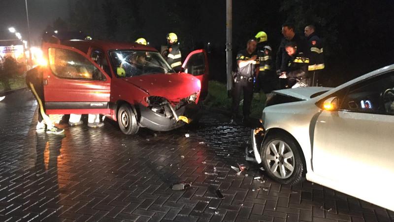 Bestuurder bekneld na ongeluk in Zwaanshoek.