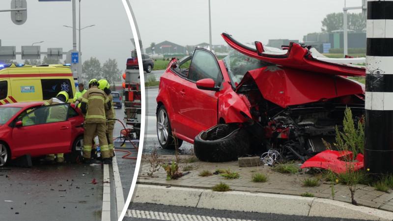 Automobilist bekneld na ernstig ongeluk in Zwaagdijk-Oost.