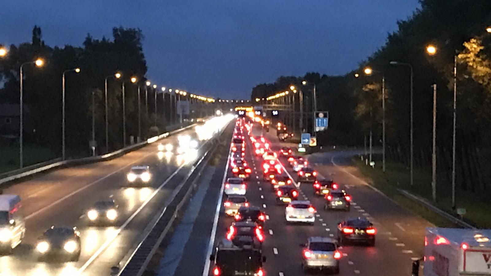 Half uur vertraging op A9 na ongeluk bij Rottepolderplein.