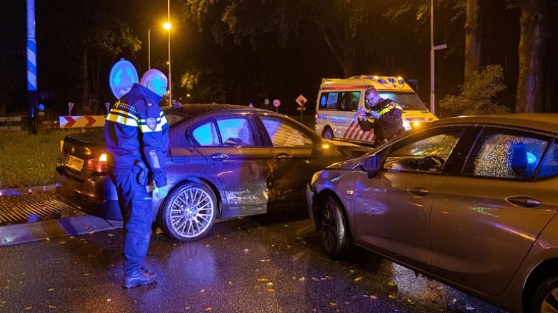 Drie gewonden bij botsing tussen auto's in Hilversum.