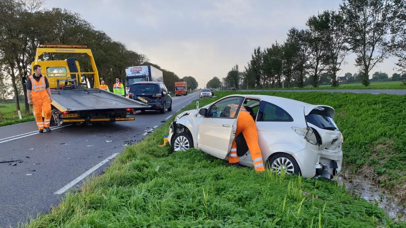 Ongeluk met drie voertuigen bij Beets.