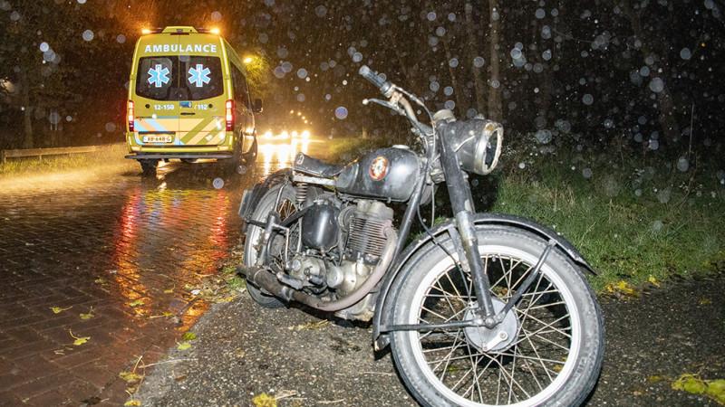 Motorrijder gewond bij botsing op hert in Driehuis.