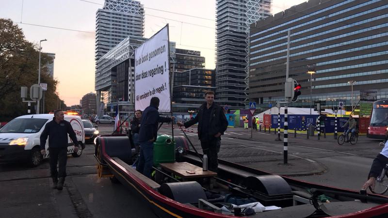 Boeren uit Weesp en Nederhorst den Berg met 'varende tractor' tegengehouden in Den Haag