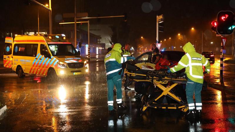 Fietser gewond na botsing met auto in Haarlem.