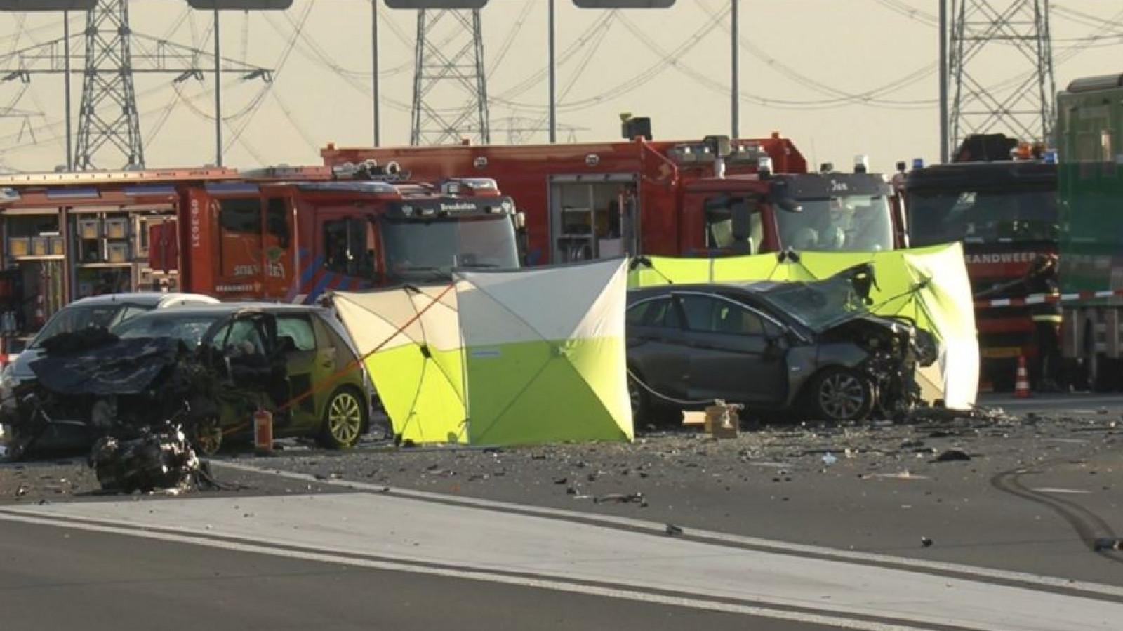 Politie door het stof na ongeluk A2 waarbij echtpaar uit Bergen omkwam.