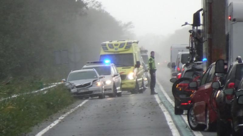 Half uur vertraging op N99 door ongeluk met drie autos bij Breezand.