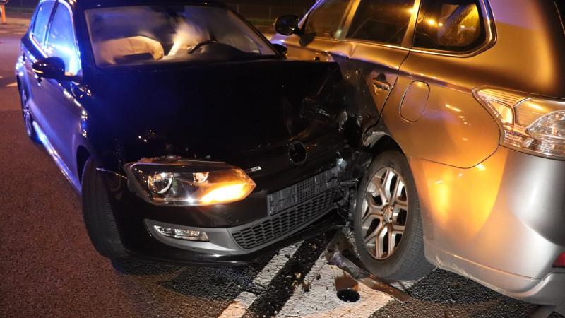 Twee autos zwaar beschadigd na aanrijding in Amsterdam.