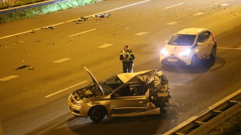 Drie gewonden bij botsing tussen autos op de A10.