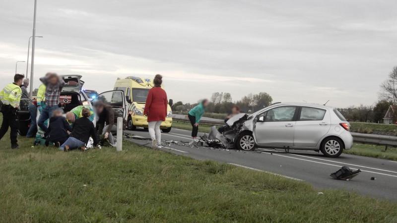 Vijf gewonden bij frontale botsing op N9 bij Schoorl.