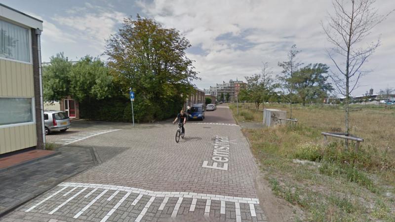 Automobilist smeert m na aanrijding met fietser in Den Helder.