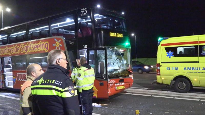 Purmerender aangehouden voor rol bij zwaar ongeluk met toeristenbus A10.