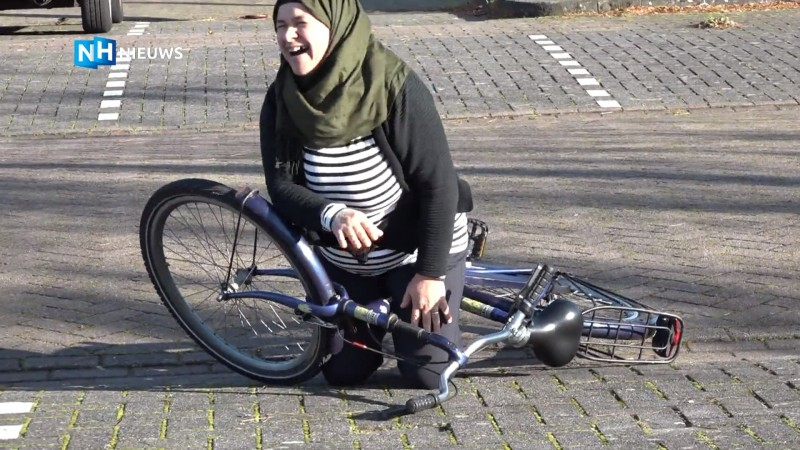 Statushouders leren fietsen
