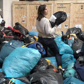 Steffi zamelt 16.000 winterjassen in voor vluchtelingen in