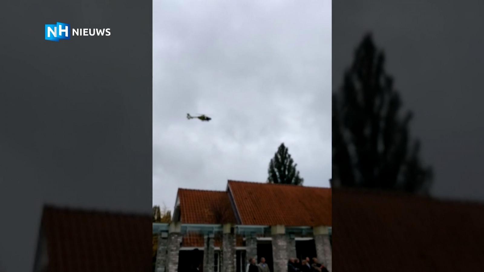 Traumahelikopter brengt eerbetoon aan oud-medewerker tijdens uitvaart in Amsterdam.