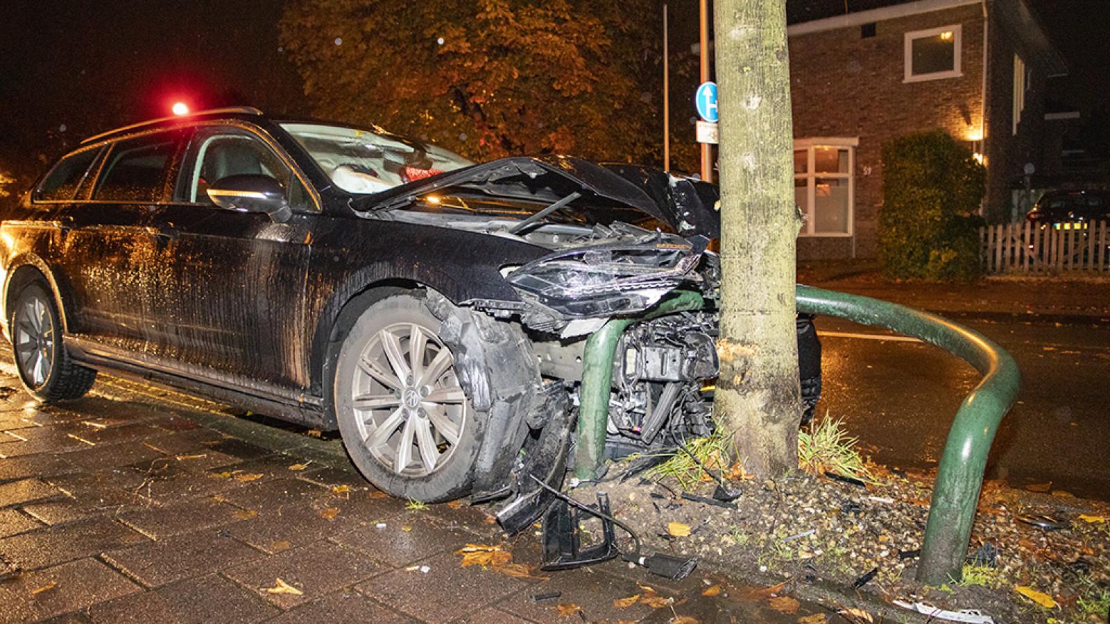 Auto in de kreukels bij ongeval in Heemstede.
