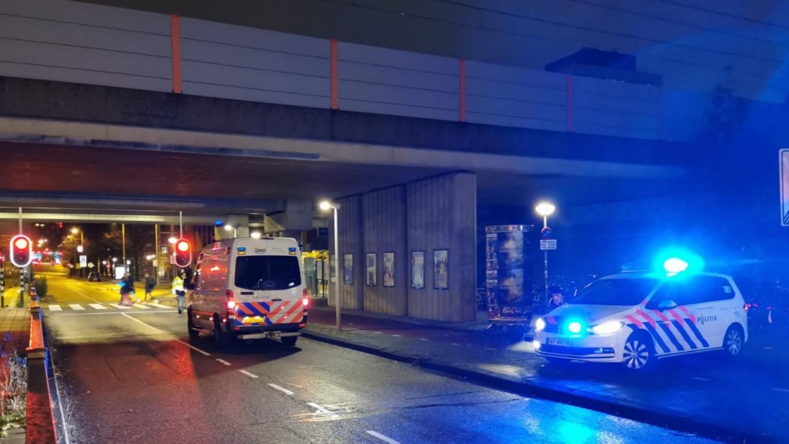 Voetganger gewond bij aanrijding met auto in Amsterdam.