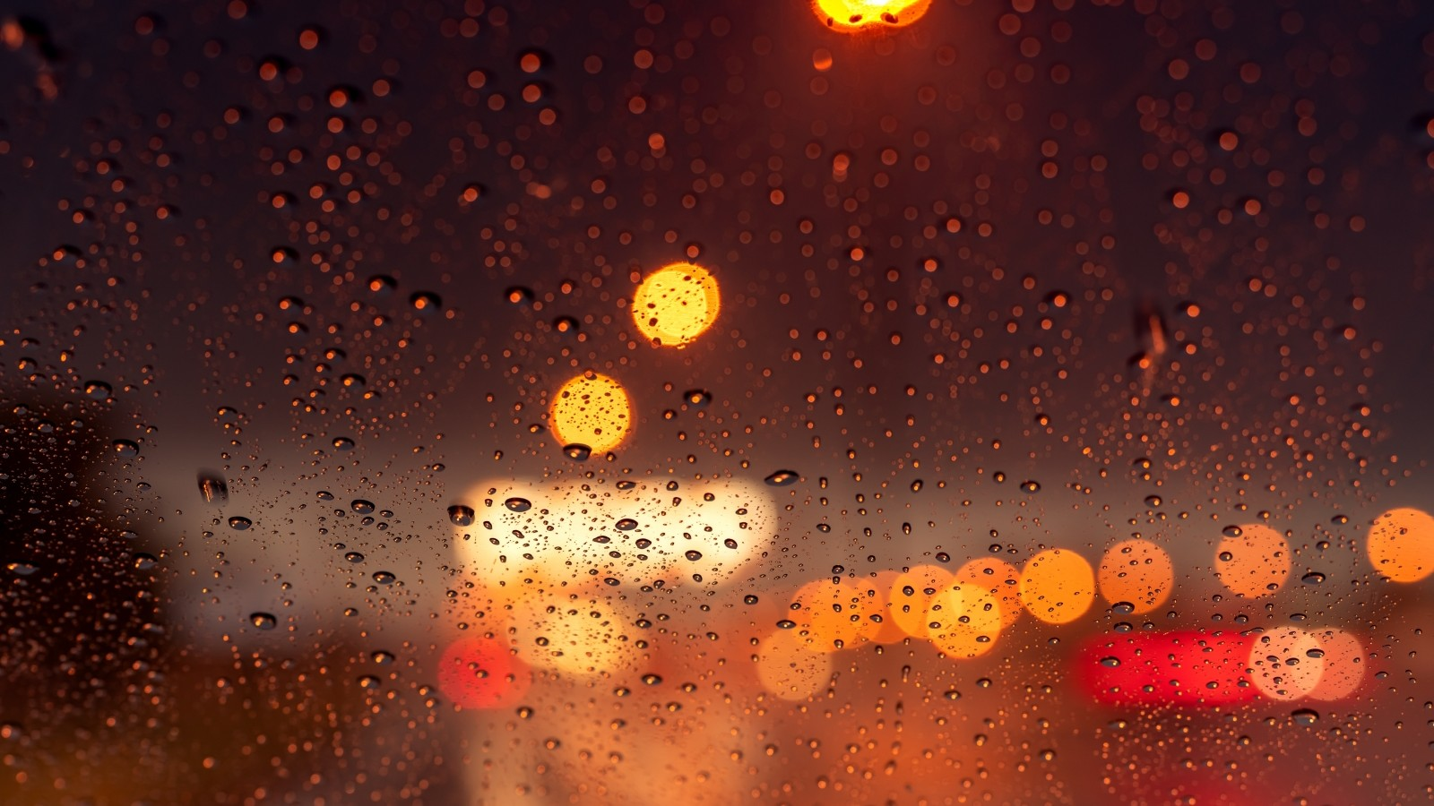Lange files door regen en ongelukken: vooral rond Amsterdam erg druk.