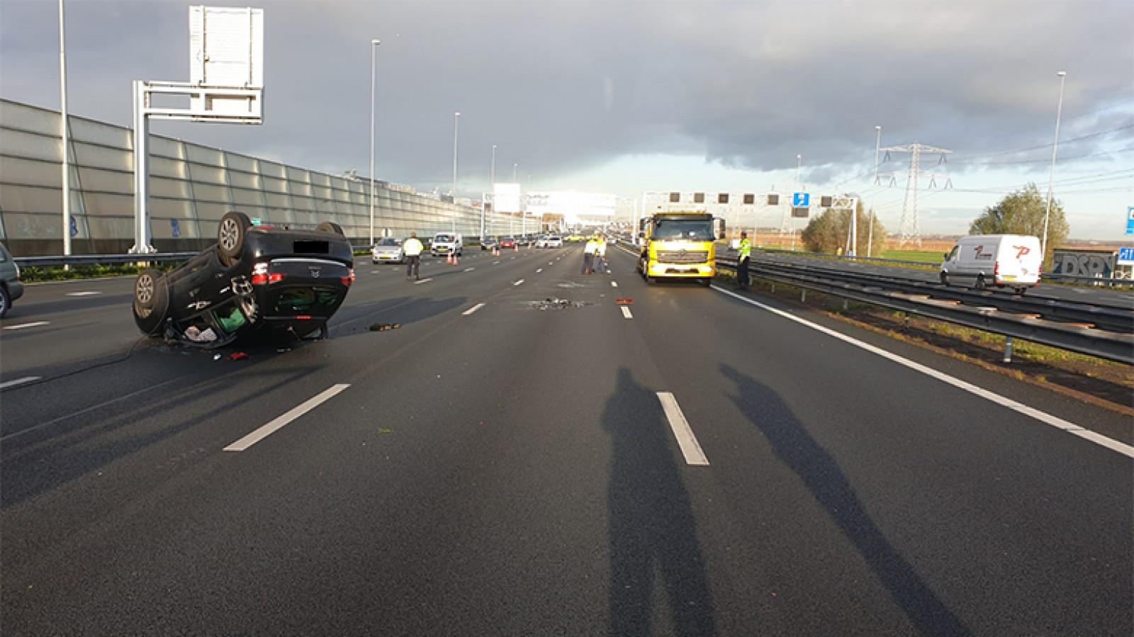 Half uur vertraging op A8 bij Zaandam door ongeluk.