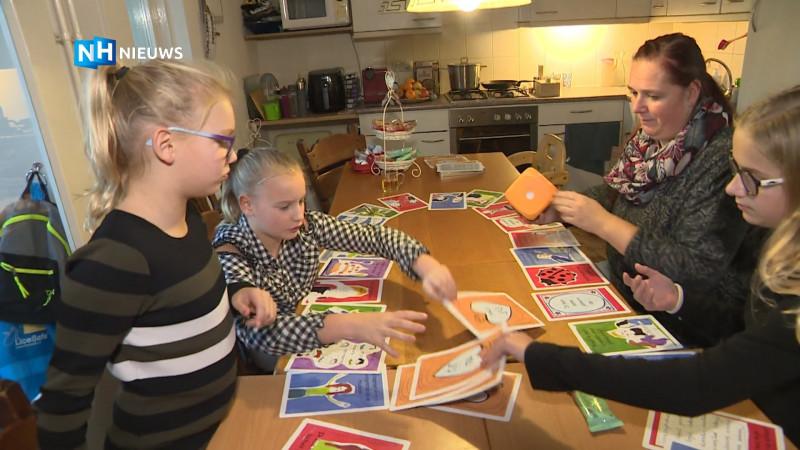 Pleegdochter en pleegmoeder helpen nieuwe gezinnen met spel