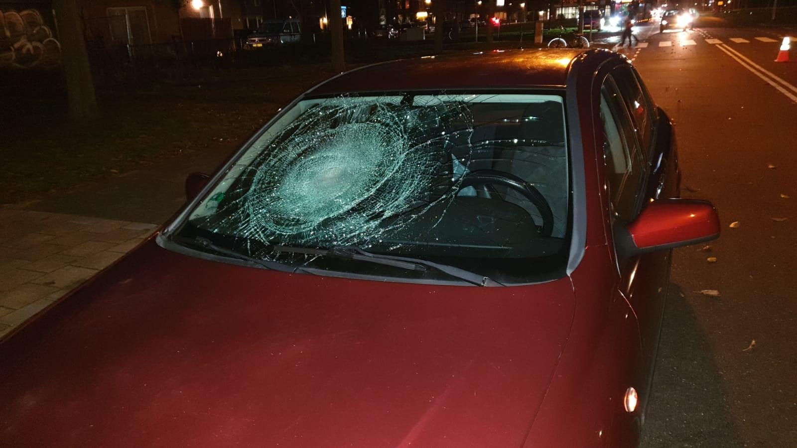 Fietser zwaargewond na aanrijding met auto in Den Helder.