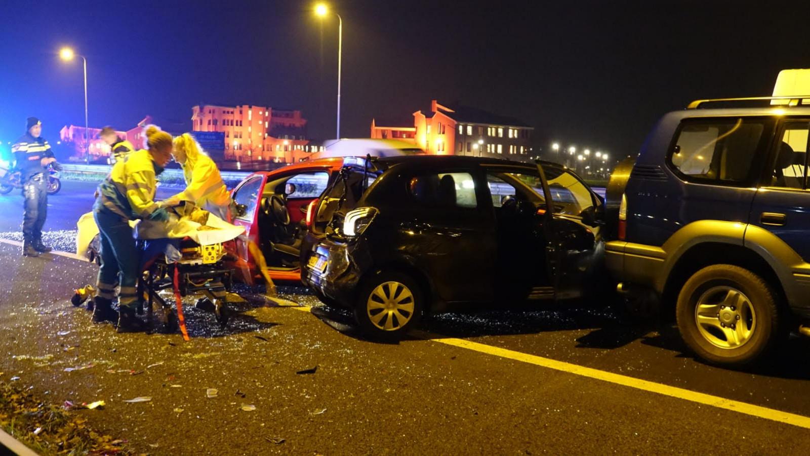 A7 bij Hoorn dicht door ongeluk met vier autos: drie kwartier vertraging.