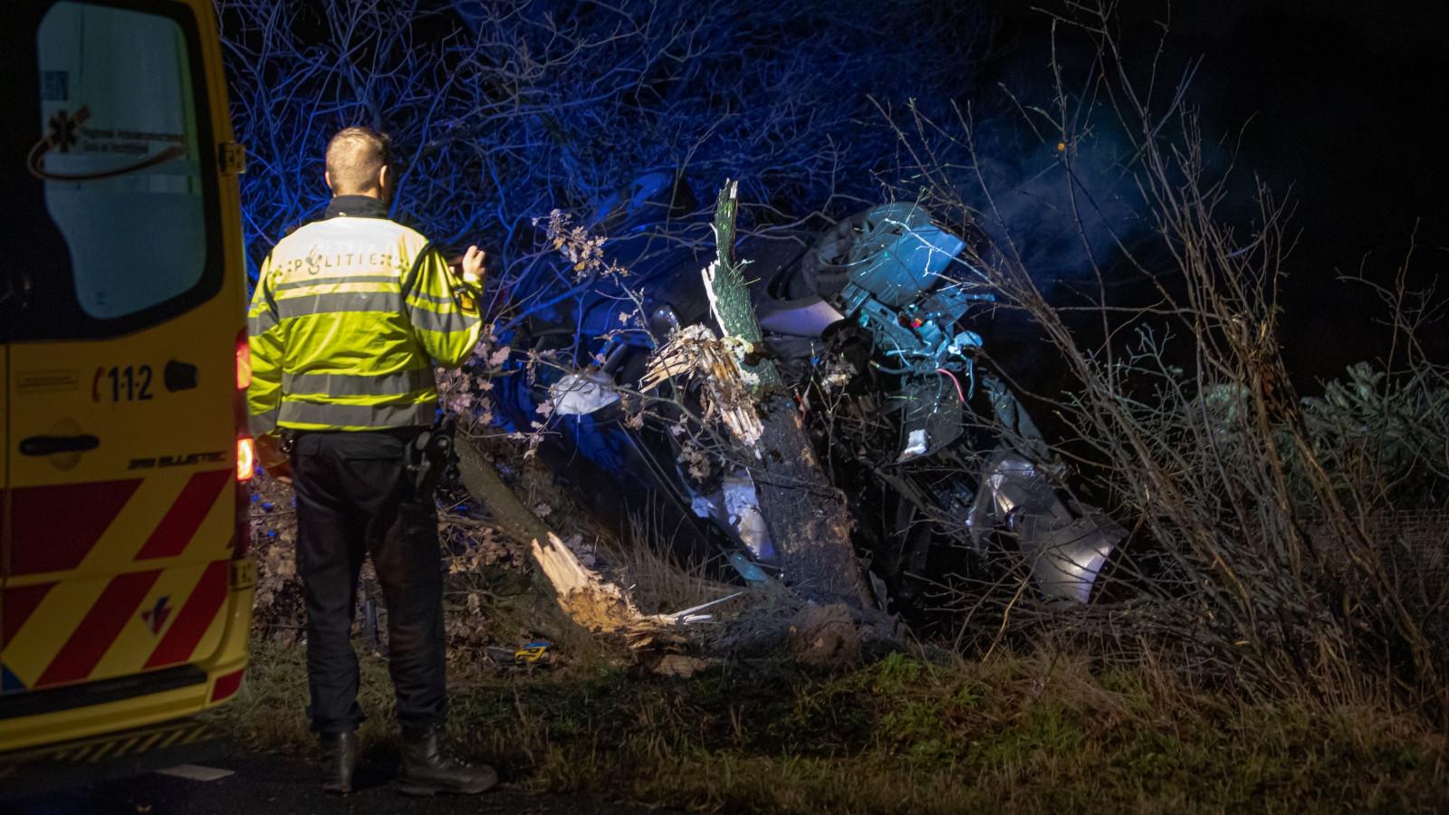 Zwaar ongeluk in Bussum: bestuurder ernstig gewond.