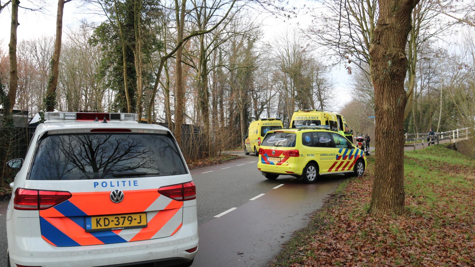 Fietser zwaargewond na botsing met scooter in Hilversum.