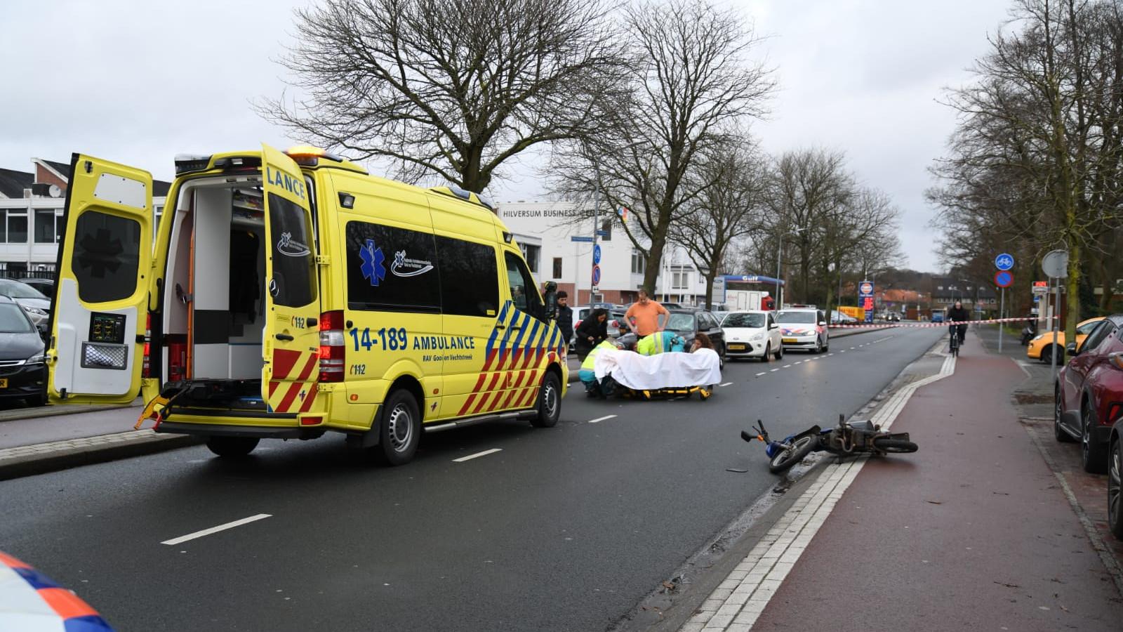Hilversummer overleden na aanrijding tussen snorfiets en auto.