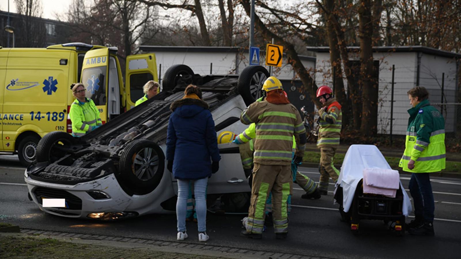 Twee gewonden bij auto-ongeluk in Hilversum.