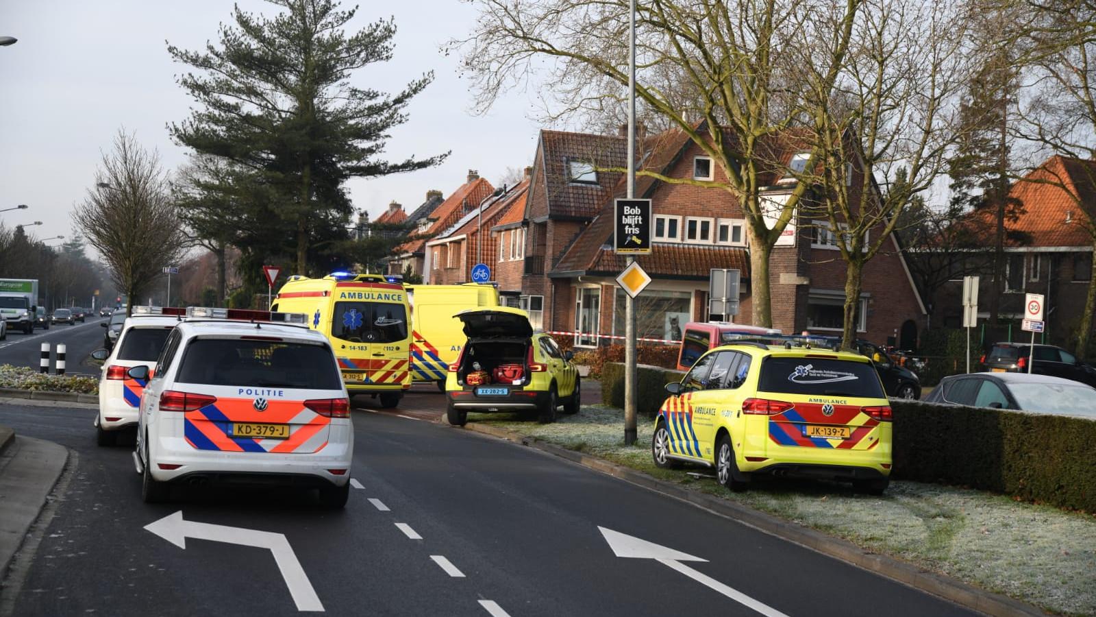 Fietser zwaargewond na aanrijding met auto in Hilversum.
