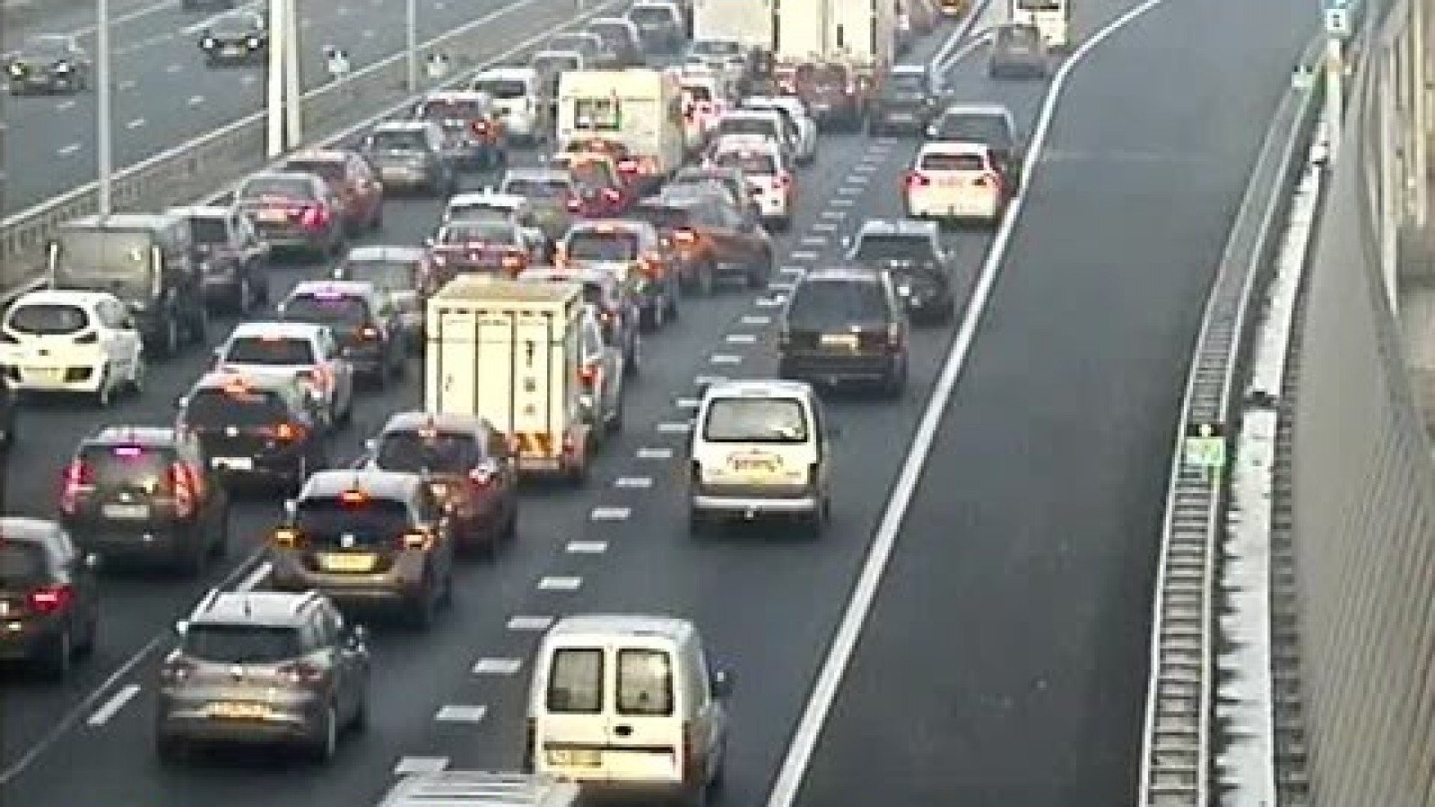 Drie rijstroken dicht op A10 Oost door ongeval.