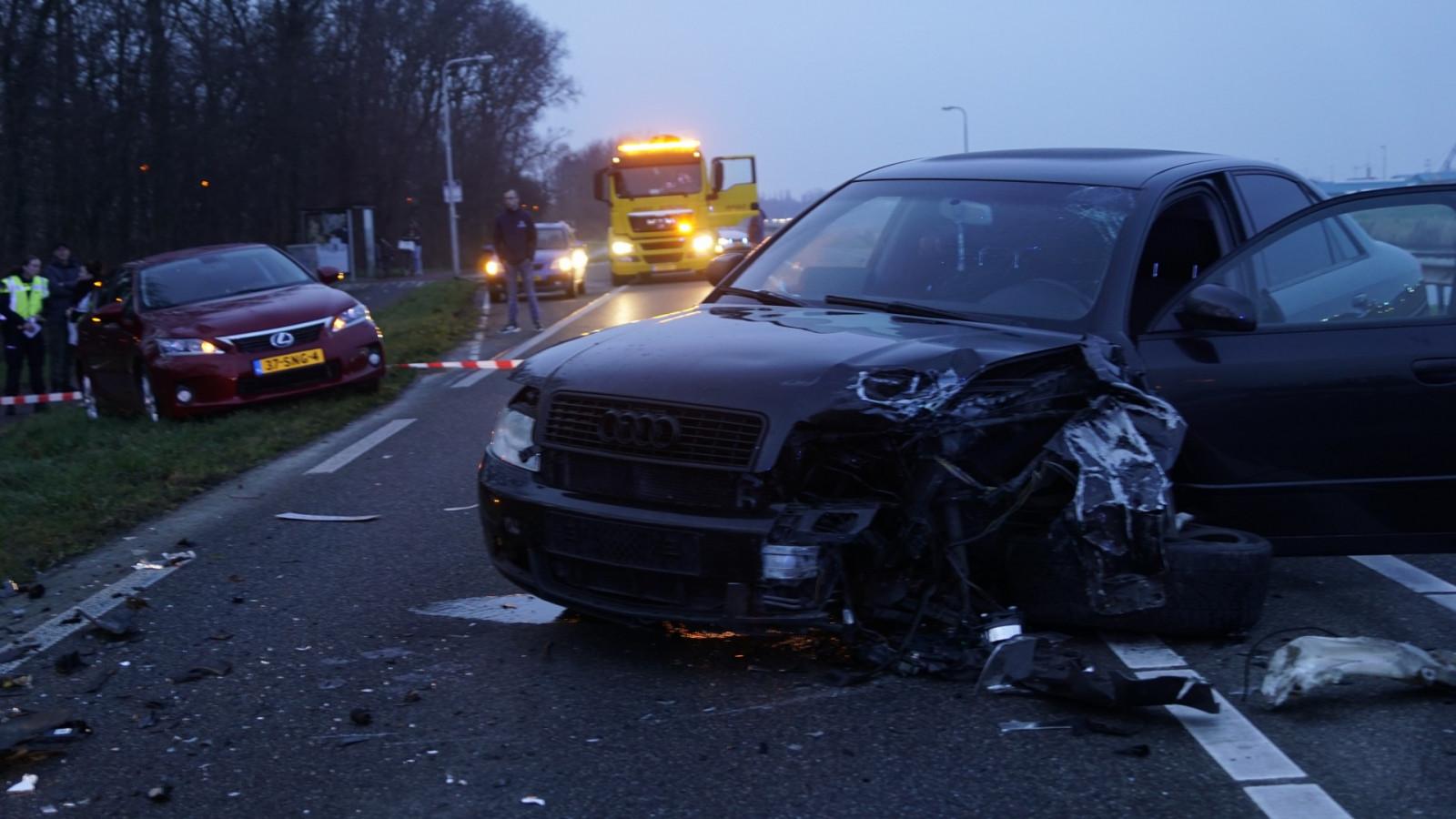 Snelweg A28 naar het noorden afgesloten na ongeluk met meerdere autos.