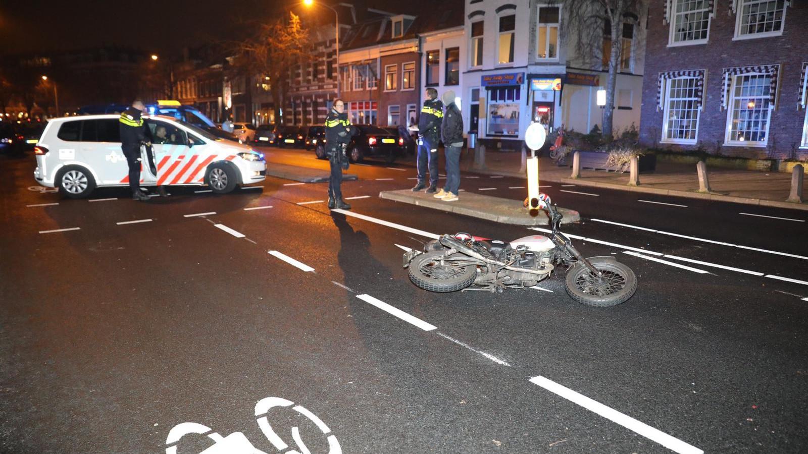 Motorrijder zwaargewond na botsing met auto in Haarlem.