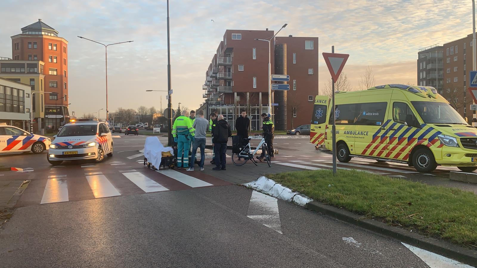 Vrouw gewond na aanrijding op gevaarlijk kruispunt in Heerhugowaard.