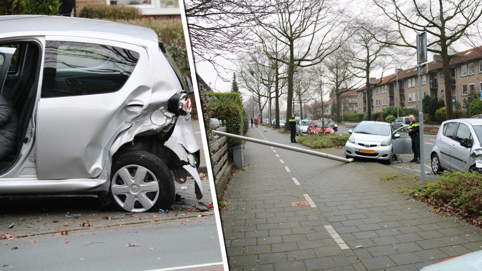 Ravage na ongeluk in Bussum: veel blikschade en lantaarnpaal omver.