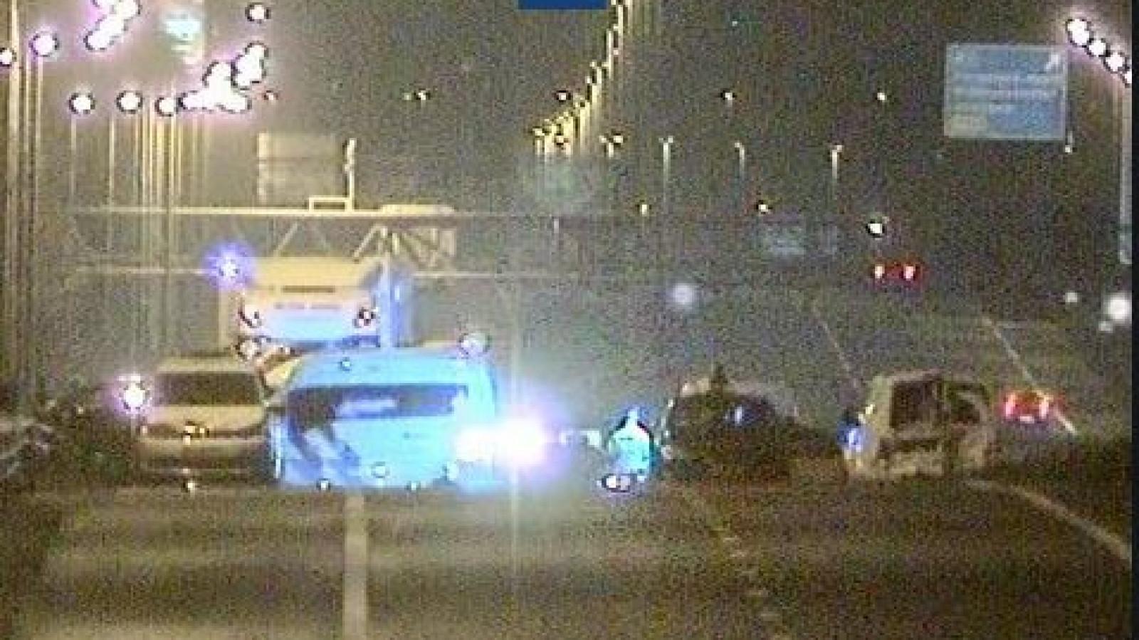 A7 richting Hoorn dicht na ongeluk met meerdere autos.