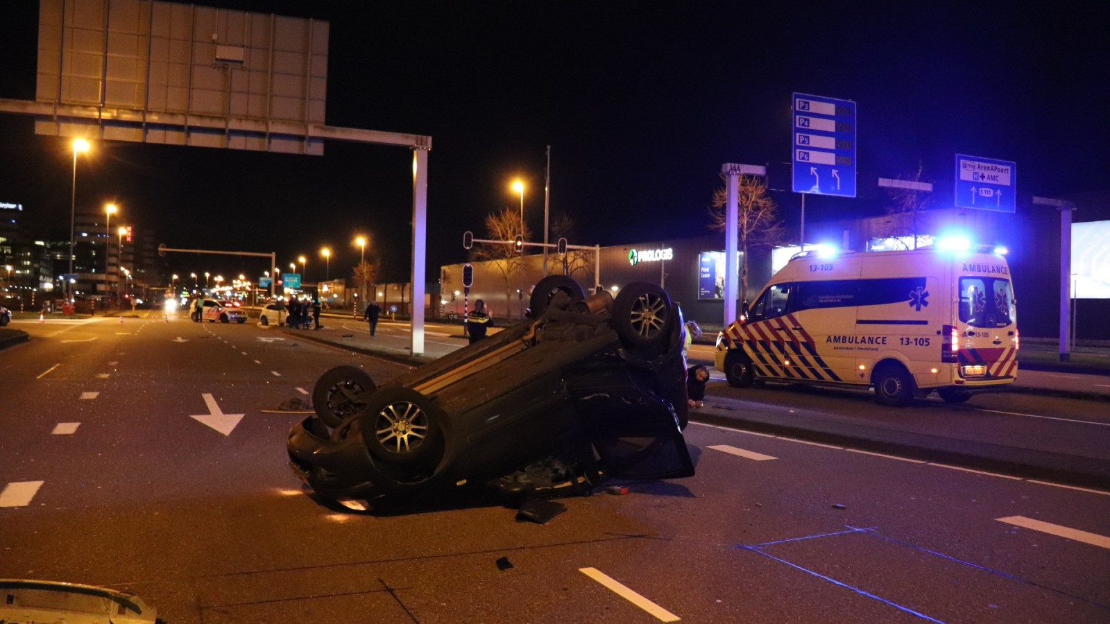 Drie gewonden bij zwaar ongeluk in Amsterdam-Zuidoost.