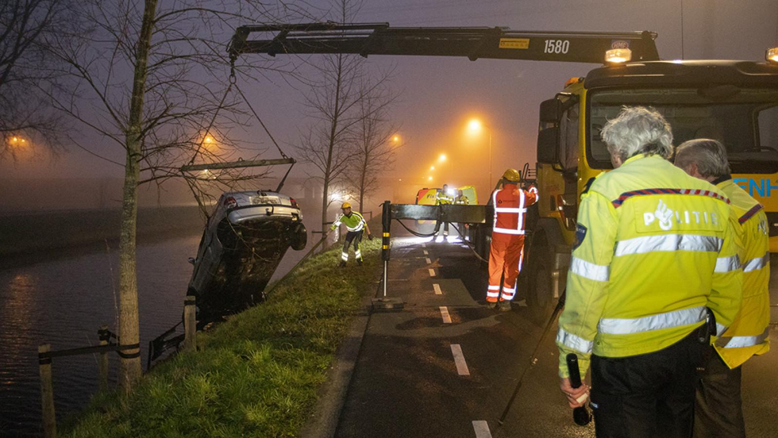 Auto na drama Nieuw-Vennep uit het water getakeld: niet eerste ongeluk op die plek.