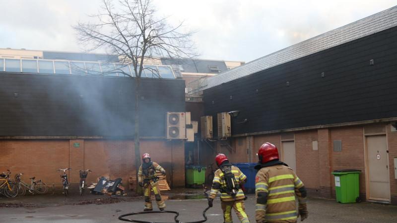 Brand op dak Huizer winkelcentrum