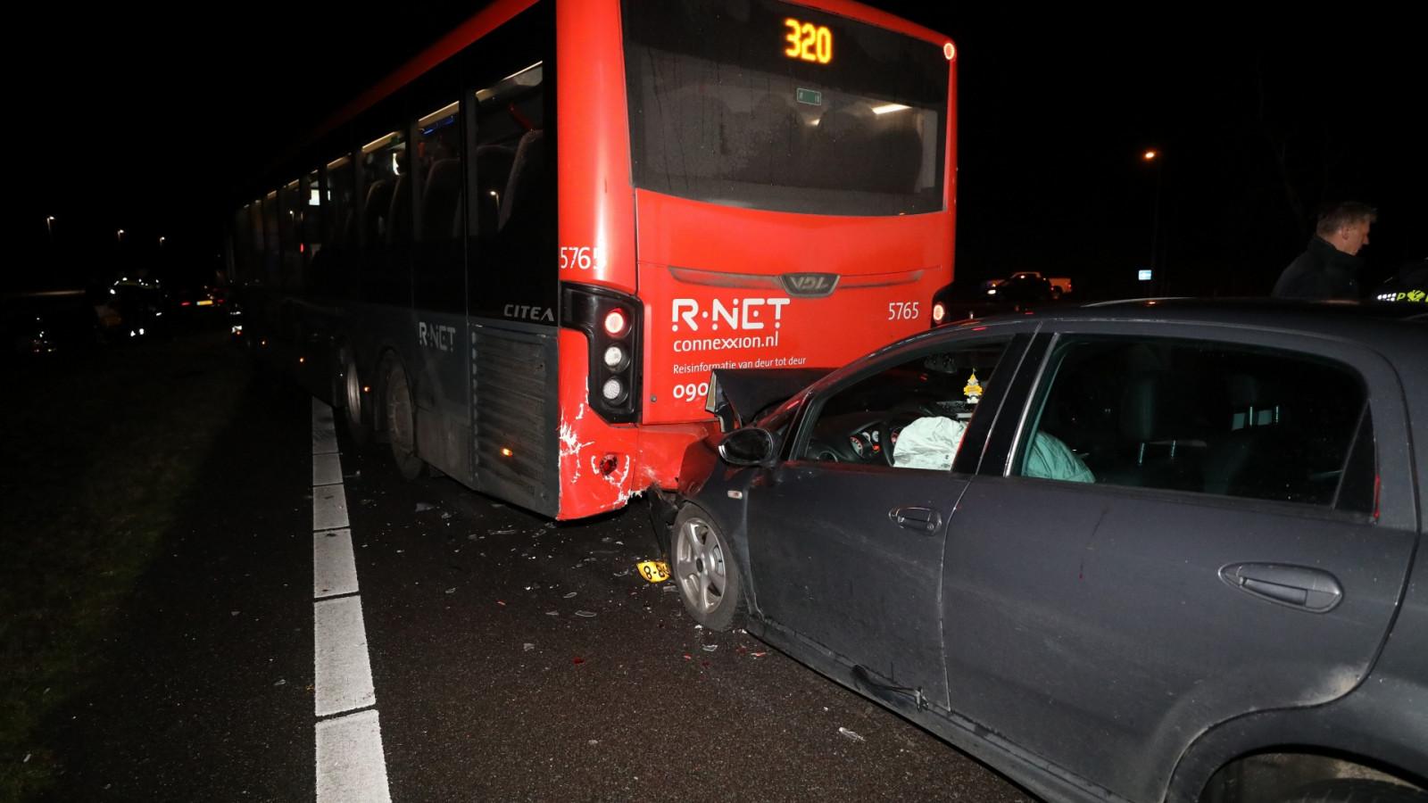 Ongeluk met lijnbus en meerdere autos op A27.