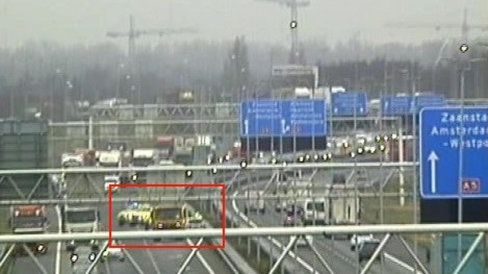 Lange file op A5 richting Hoofddorp door ernstig ongeluk met meerdere autos.