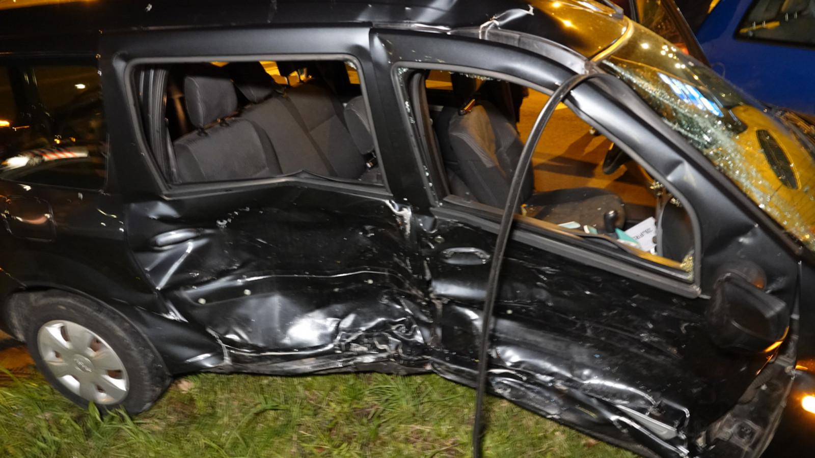 Drie gewonden bij aanrijding met twee autos op N245 in Alkmaar.