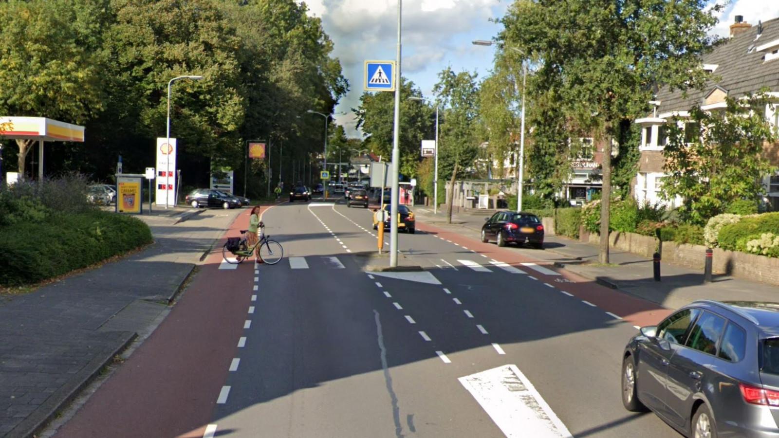 Man aangereden op zebrapad in Alkmaar, automobilist rijdt door.