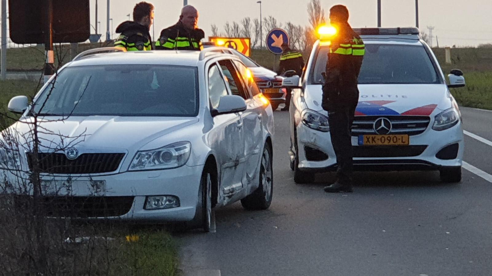 Politie rijdt doorrijder na ongeluk klem bij Westzaan.