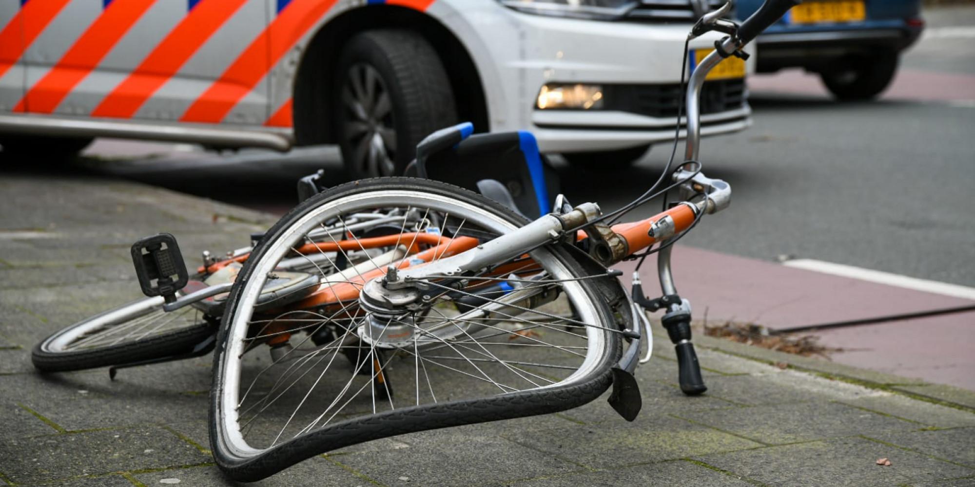 Fietsster gewond op straat in Hilversum